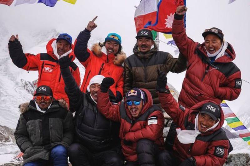 Альпинистер алғаш рет қыста Жердің ең биік екінші шыңын бағындырды