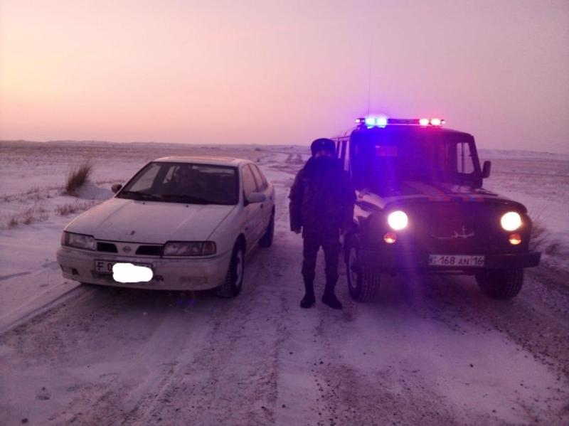 Двух рыбаков вызволили из снежного плена в ВКО