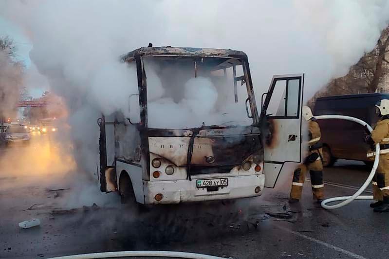 Пассажирский автобус сгорел в Талдыкоргане