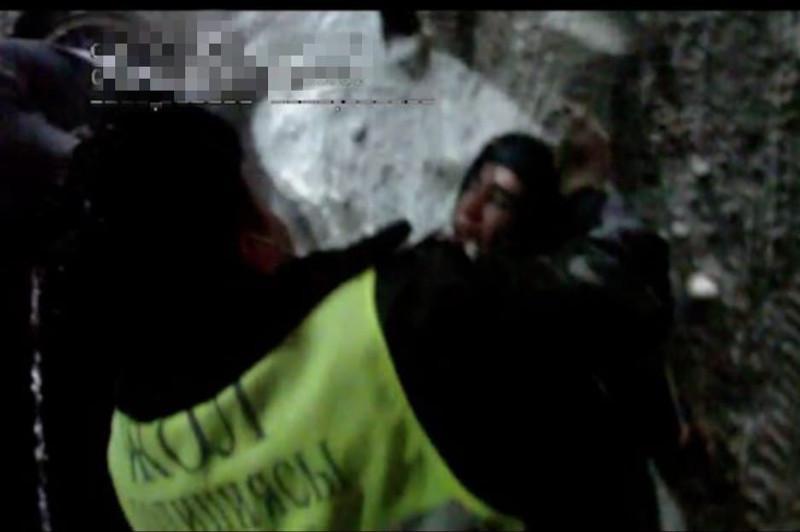 Потерявшему сознание за рулем водителю помогли туркестанские полицейские