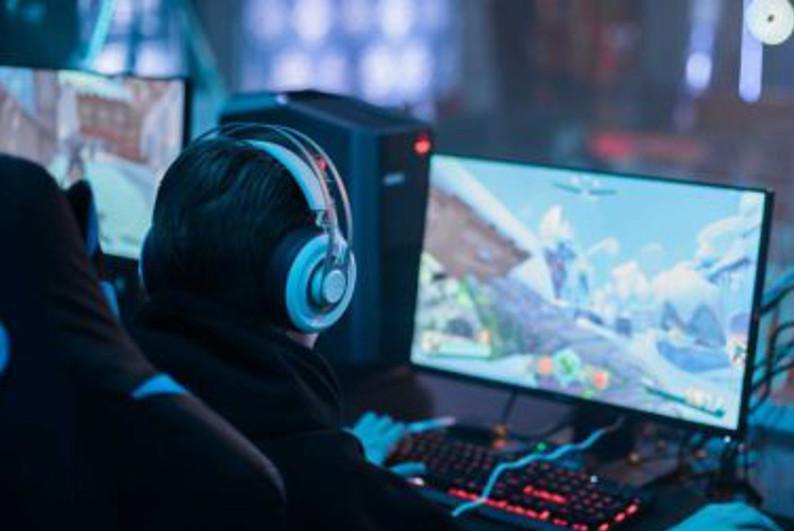 Свыше 70 игроманов застали ночью в столичном компьютерном клубе