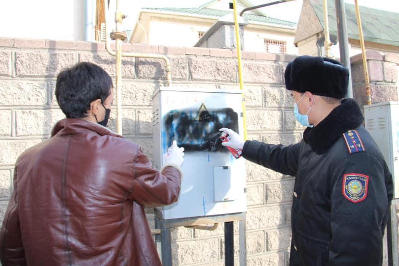 Рекламу наркотиков на стенах зданий уничтожили в Шымкенте