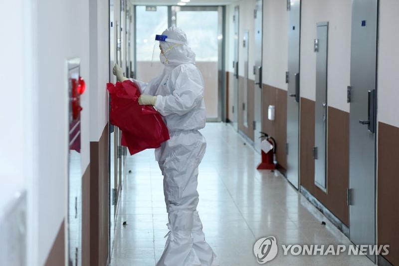 New virus cases under 400 again; alert in place against potential upticks in S. Korea