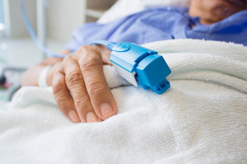 Алматыда дәрігерлер қатерлі ісігі бар 81 жастағы науқастың өмірін құтқарып қалды