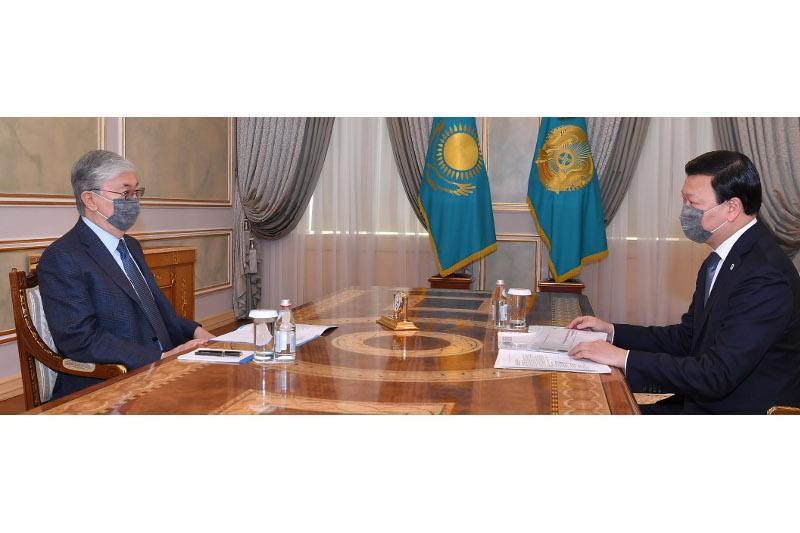 托卡耶夫总统接见卫生部长