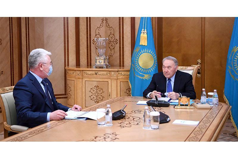 纳扎尔巴耶夫接见工基部部长阿塔姆库洛夫