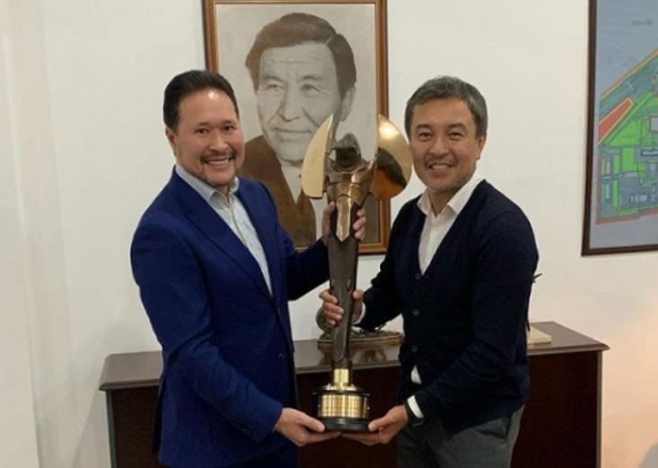 Награду Taurus для каскадеров из фильма «Томирис» доставили в Алматы