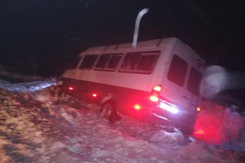 ШҚО-да қар құрсауында қалған 8 адам құтқарылды