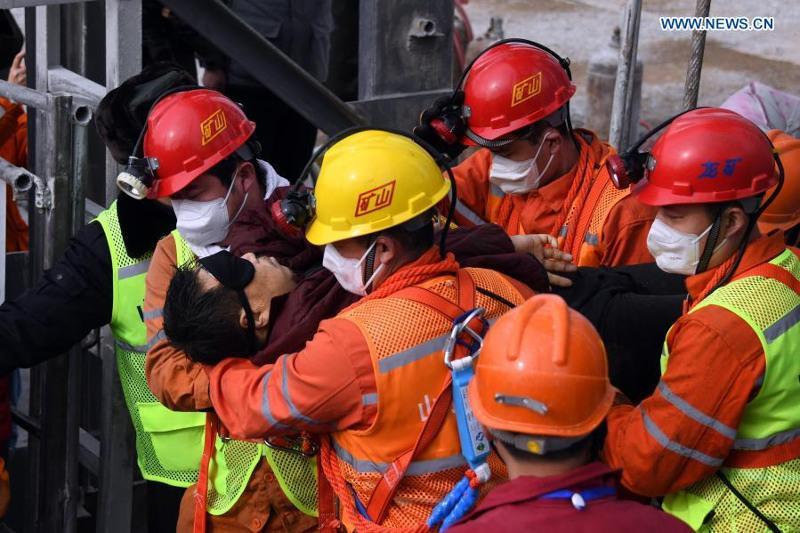 Қытайдағы апат: Жер астында қалып қойған кеншілердің11-і құтқарылды