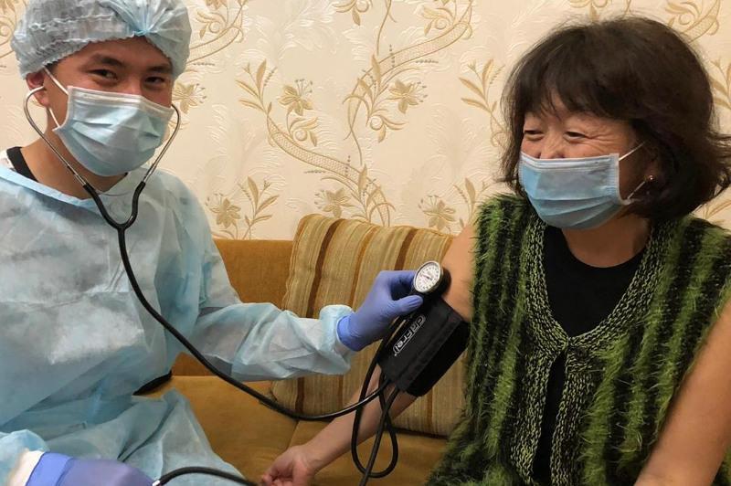 Школа волонтеров-медиков для помощи больным COVID-19 открылась в Караганде