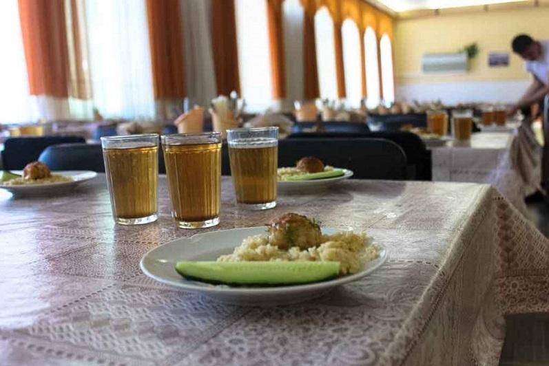 Бесплатным горячим питанием обеспечат учеников 1-2 классов в Карагандинской области