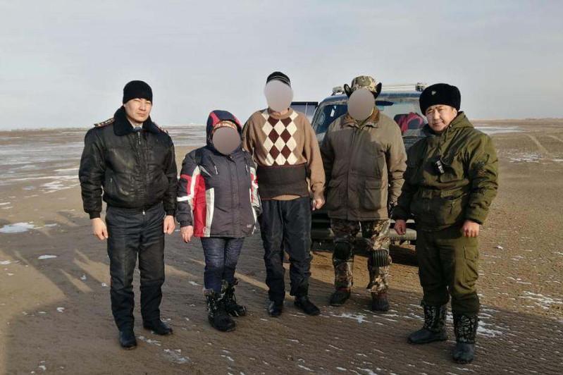 Рыбаков с отколовшейся льдины на Капшагае спас полицейский