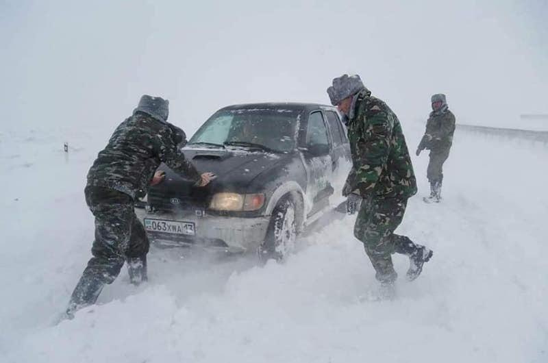 Түркістан облысында қарлы бораннан 400-ге жуық адам құтқарылды