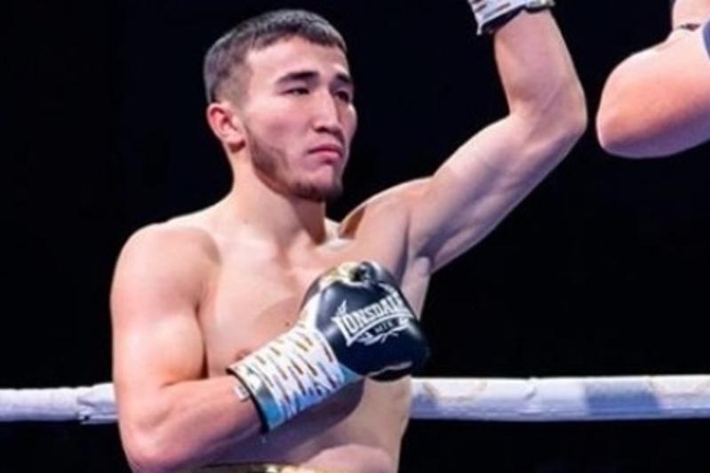 Непобежденный боксер Сейтжанов одержал шестую победу в карьере