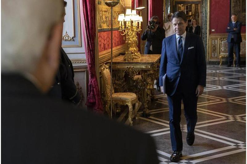 意大利总理孔特递交辞呈