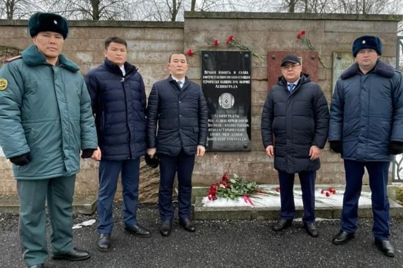 哈驻俄总领事参加列宁格勒保卫战解除封锁纪念活动