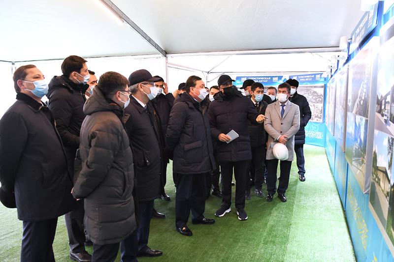 Kazakh PM tours Mangistau region