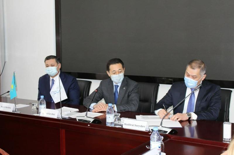 总统助理和外交部第一副部长访问亚信会议秘书处