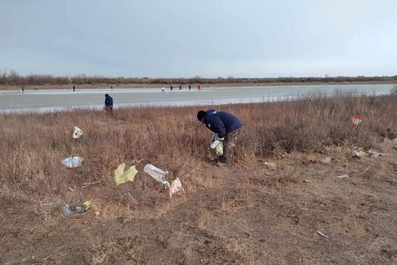 23 тонны мусора вывезли с берегов Урала в Атырау