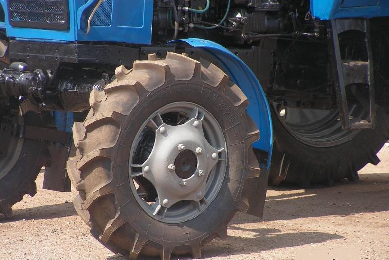 Жамбиллик ихтирочи ўзини ўзи тиклайдиган трактор ясади