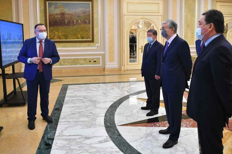 托卡耶夫总统出席国产商品生产商论坛