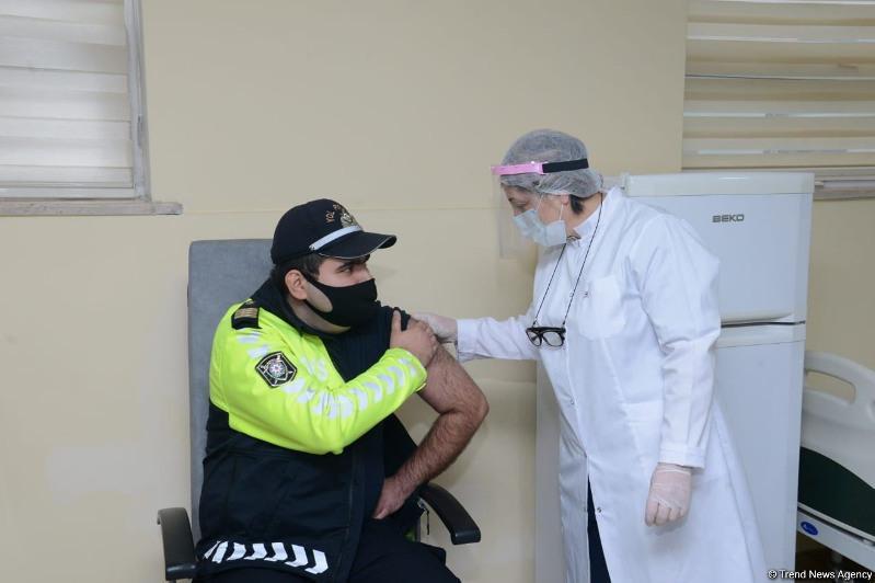 В Азербайджане у людей не выявлено серьезных осложнений после вакцинации – эксперт