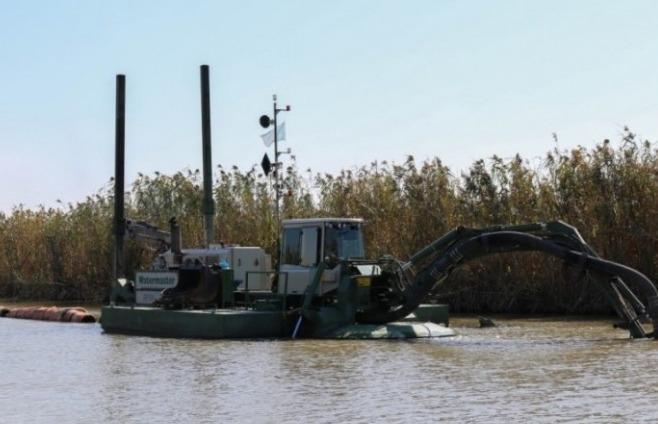 阿特劳州河道清淤加深工作进展顺利