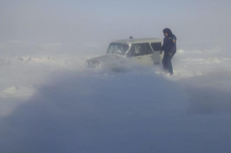 Троих мужчин из снежного заноса спасли сотрудники ДЧС Алматинской области