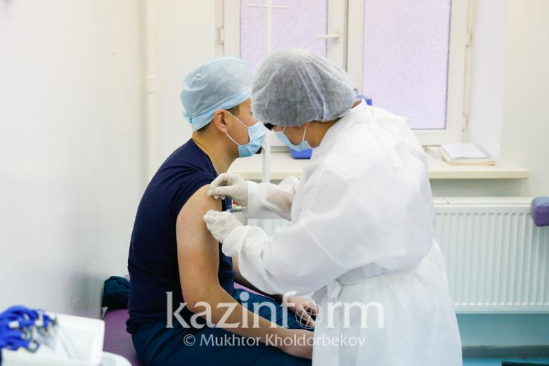 Тахминан 20 минг қозоғистонлик коронавирусга қарши вакцина билан эмланди