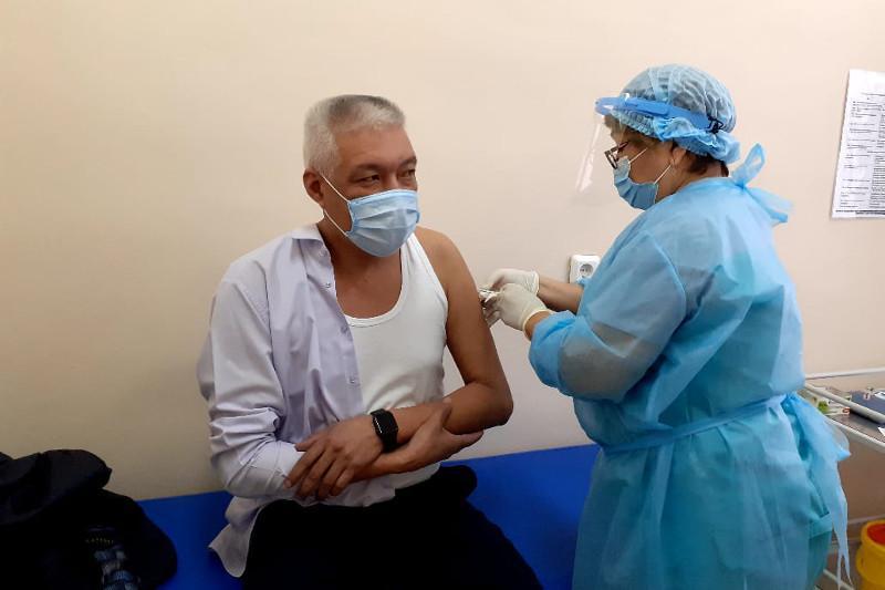 Вторую дозу вакцины против COVID-19 начали получать в ВКО