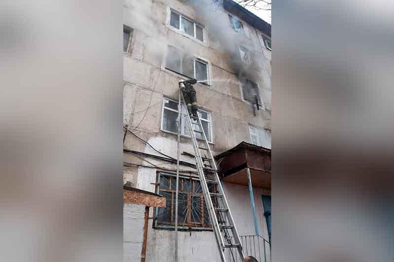 Глава пострадавшей от пожара в Жанатасе семьи призвал казахстанцев прекратить обсуждение трагедии