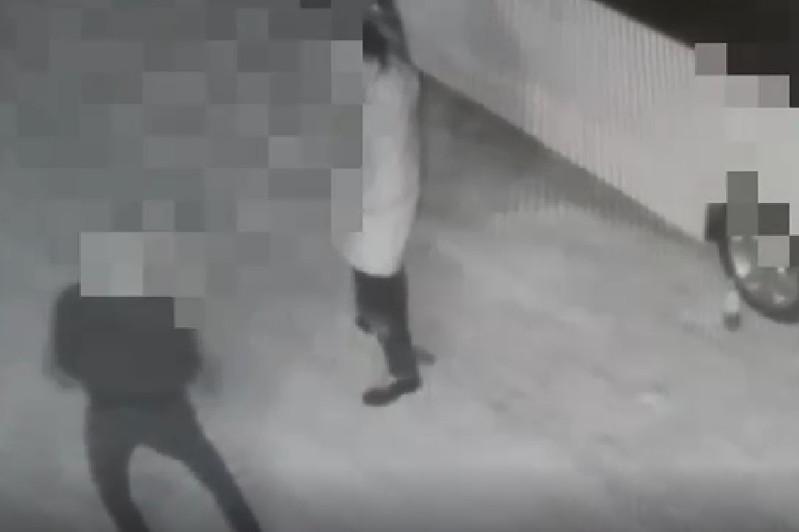 Танцевавшего в пьяном виде у ресторана водителя задержали в Атырау