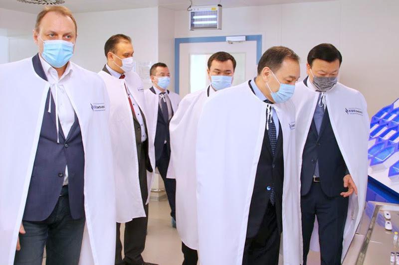 政府副总理和卫生部长视察卡拉干达制药厂