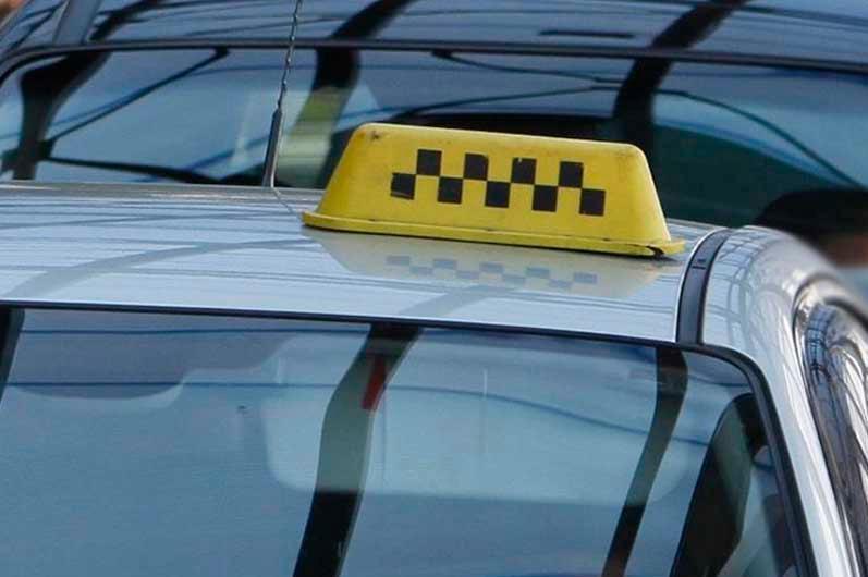 Таксист отобрал сумку у пассажирки в Усть-Каменогорске