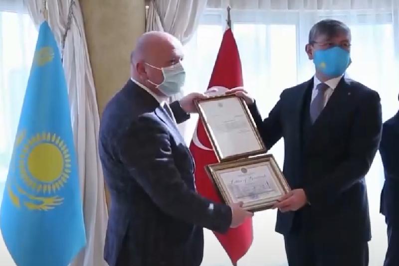 Түркияда қазақтың тұлғаларын насихаттағандар ҚР Президентінің алғыс хатымен марапатталды