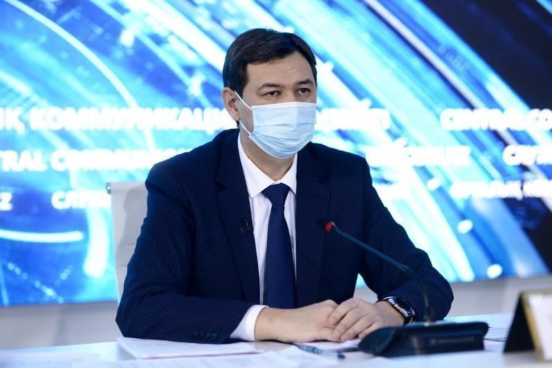 Отказы медработников от вакцинации прокомментировал главный санврач РК