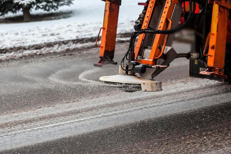 Ненадлежащее ведение работ по зимнему содержанию дорог выявили в Павлодарском Прииртышье