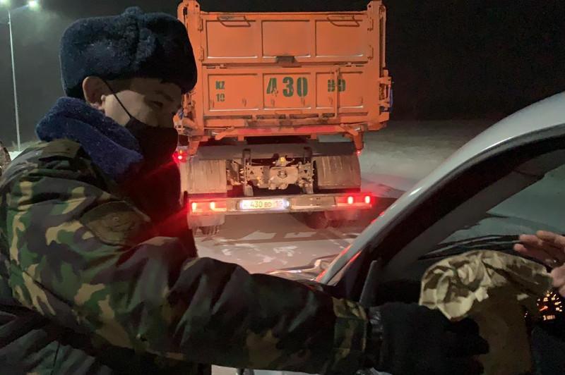 Спасатели организовали питание для попавших в непогоду акмолинцев