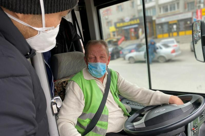 Наличие масок у пассажиров автобусов проверяют в Алматы