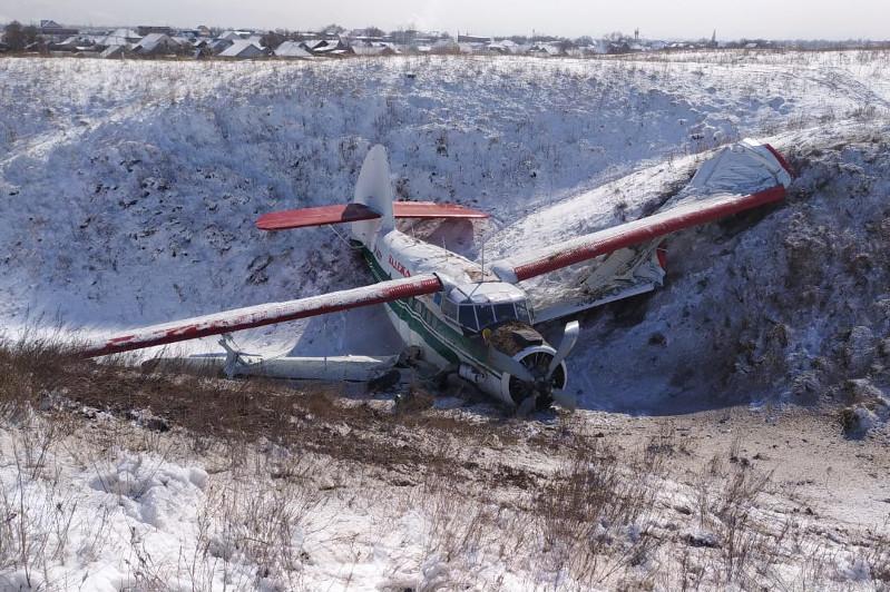 Самолет малой авиации совершил вынужденную посадку в Алматинской области