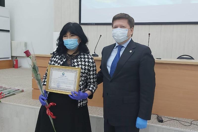 Проводивших ПЦР-тестирование в ходе выборов медиков наградили в Атырау