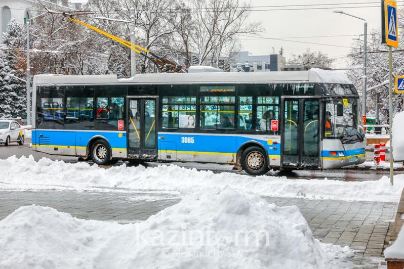 Ряд автобусов и троллейбусов изменят маршруты в Алматы