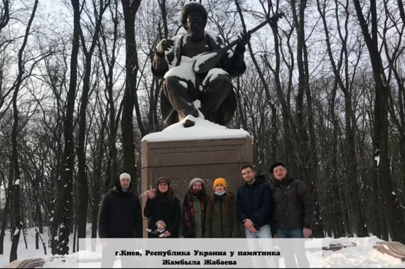 Казахстанцев поздравляютсо 175-летиемвеликого акына Жамбыла