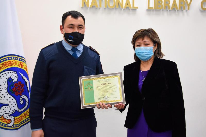 Находящихся на передовой борьбы с пандемией работников поблагодарили в Алматы