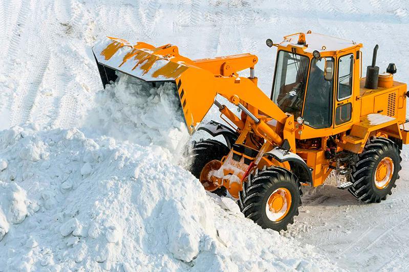 Более пяти тысяч кубометров снега вывезли с улиц Атырау