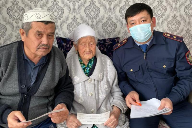 102-летней бабушке помогли оформить документы туркестанские полицейские