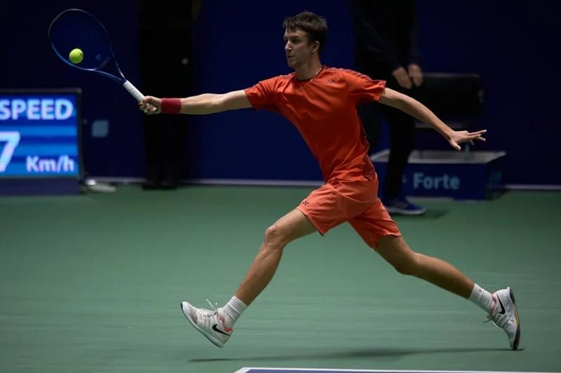 Григорий Ломакин в дуэте с украинцем вышел в четвертьфинал теннисного турнира в Нур-Султане