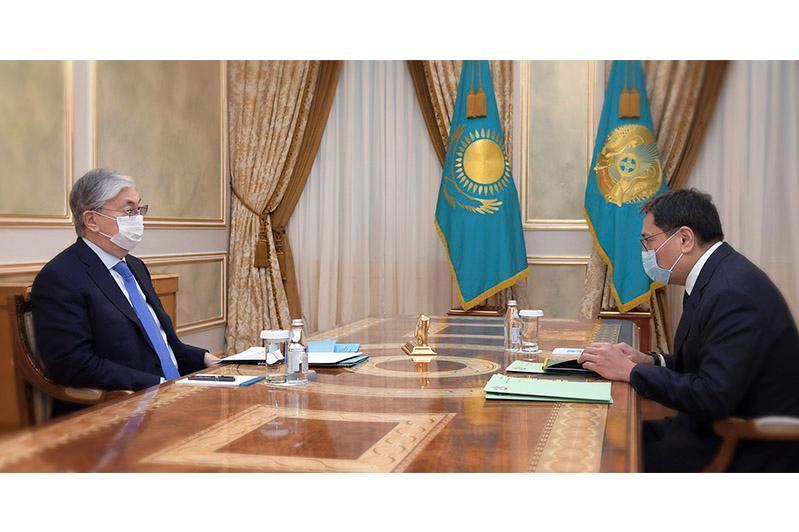 托卡耶夫总统接见央行行长