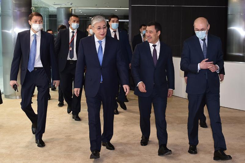 哈吉两国总统参访阿斯塔纳国际金融中心