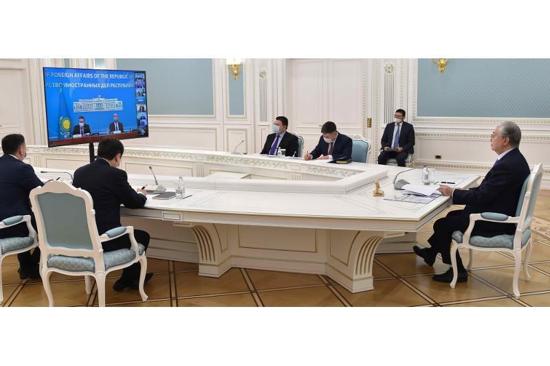 托卡耶夫总统主持召开外国投资者理事会视频会议